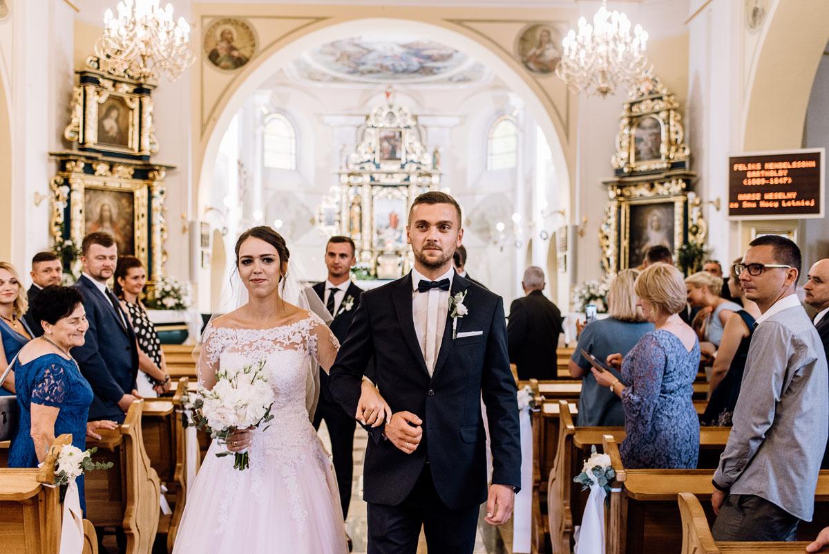reportaz-slubny-Ola-Kamil-slub-kosciol-sw-Stanislawa-wesele-restauracja-Lesna-Solec-Kujawski-Swietliste-fotografujemy-emocje-079