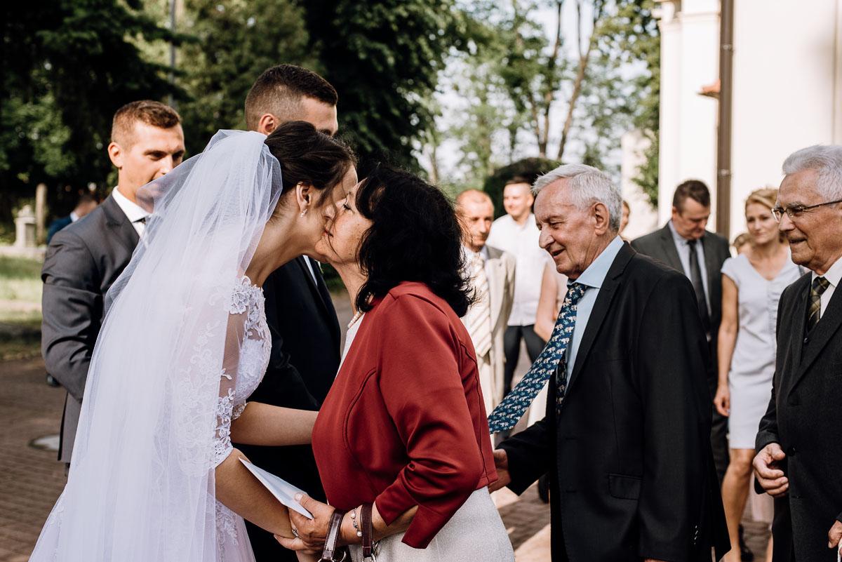 reportaz-slubny-Ola-Kamil-slub-kosciol-sw-Stanislawa-wesele-restauracja-Lesna-Solec-Kujawski-Swietliste-fotografujemy-emocje-085