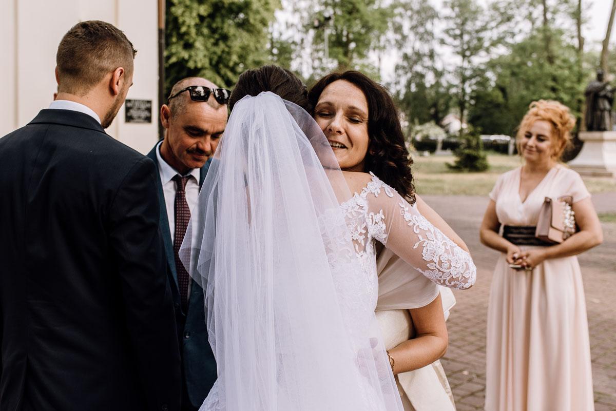 reportaz-slubny-Ola-Kamil-slub-kosciol-sw-Stanislawa-wesele-restauracja-Lesna-Solec-Kujawski-Swietliste-fotografujemy-emocje-092