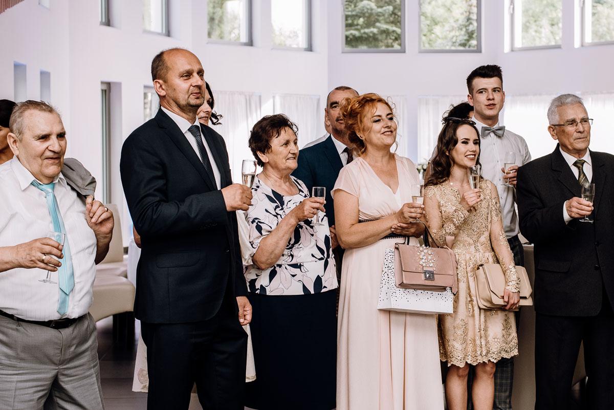 reportaz-slubny-Ola-Kamil-slub-kosciol-sw-Stanislawa-wesele-restauracja-Lesna-Solec-Kujawski-Swietliste-fotografujemy-emocje-104