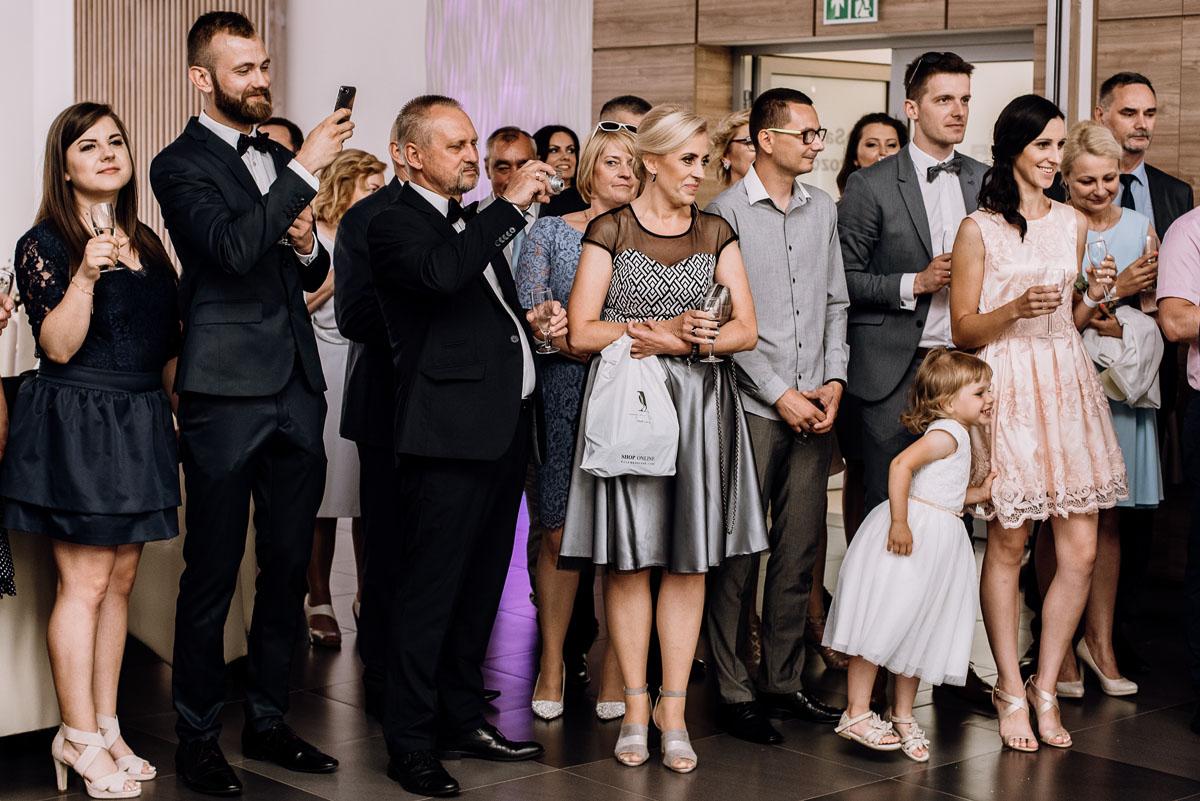 reportaz-slubny-Ola-Kamil-slub-kosciol-sw-Stanislawa-wesele-restauracja-Lesna-Solec-Kujawski-Swietliste-fotografujemy-emocje-107