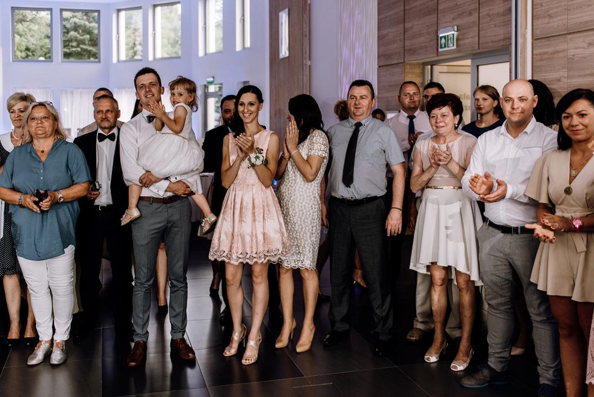 reportaz-slubny-Ola-Kamil-slub-kosciol-sw-Stanislawa-wesele-restauracja-Lesna-Solec-Kujawski-Swietliste-fotografujemy-emocje-116
