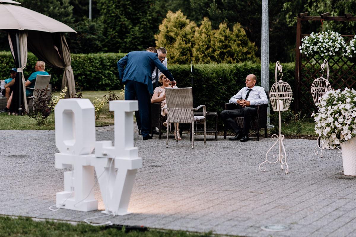 reportaz-slubny-Ola-Kamil-slub-kosciol-sw-Stanislawa-wesele-restauracja-Lesna-Solec-Kujawski-Swietliste-fotografujemy-emocje-124