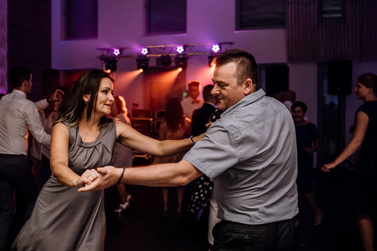 reportaz-slubny-Ola-Kamil-slub-kosciol-sw-Stanislawa-wesele-restauracja-Lesna-Solec-Kujawski-Swietliste-fotografujemy-emocje-135