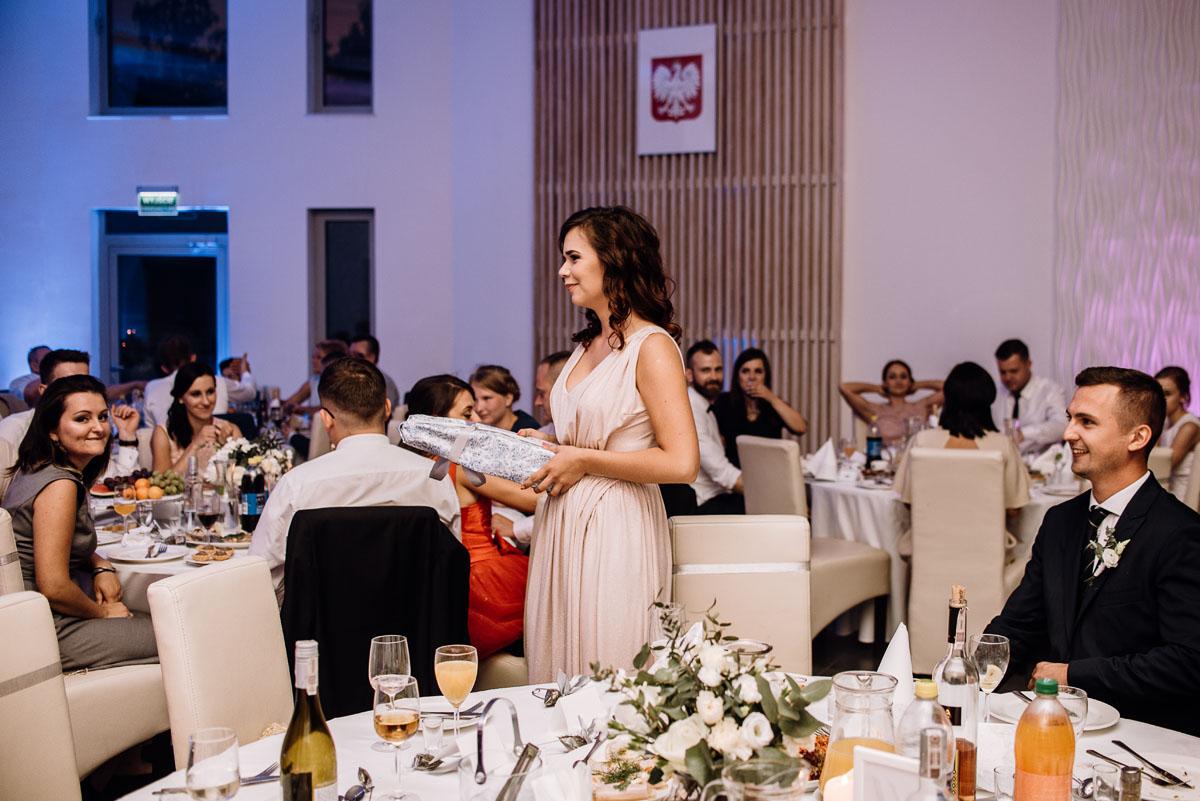 reportaz-slubny-Ola-Kamil-slub-kosciol-sw-Stanislawa-wesele-restauracja-Lesna-Solec-Kujawski-Swietliste-fotografujemy-emocje-149