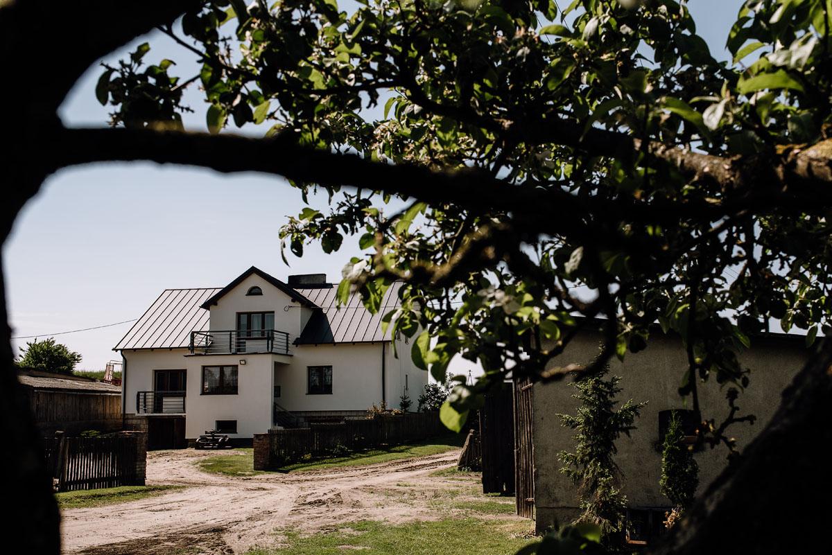 reportaz-slubny-Torun-kosciol-Swietego-Marcina-Biskupa-Gorale-wesele-Ryteblota-Resort-SPA-fotograf-swietliste-fotografujemy-emocje-002