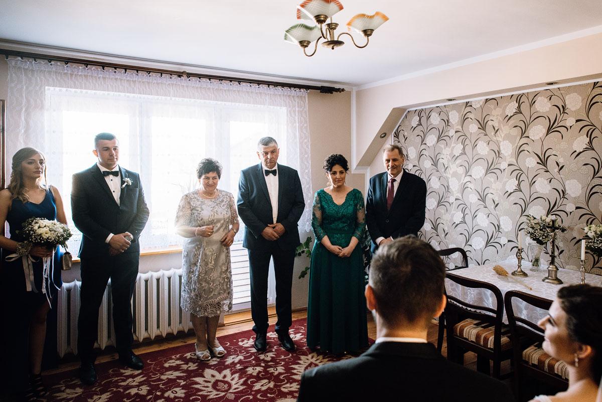 reportaz-slubny-Torun-kosciol-Swietego-Marcina-Biskupa-Gorale-wesele-Ryteblota-Resort-SPA-fotograf-swietliste-fotografujemy-emocje-035