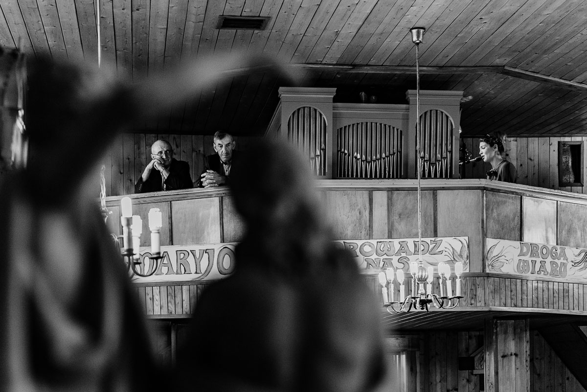 reportaz-slubny-Torun-kosciol-Swietego-Marcina-Biskupa-Gorale-wesele-Ryteblota-Resort-SPA-fotograf-swietliste-fotografujemy-emocje-043