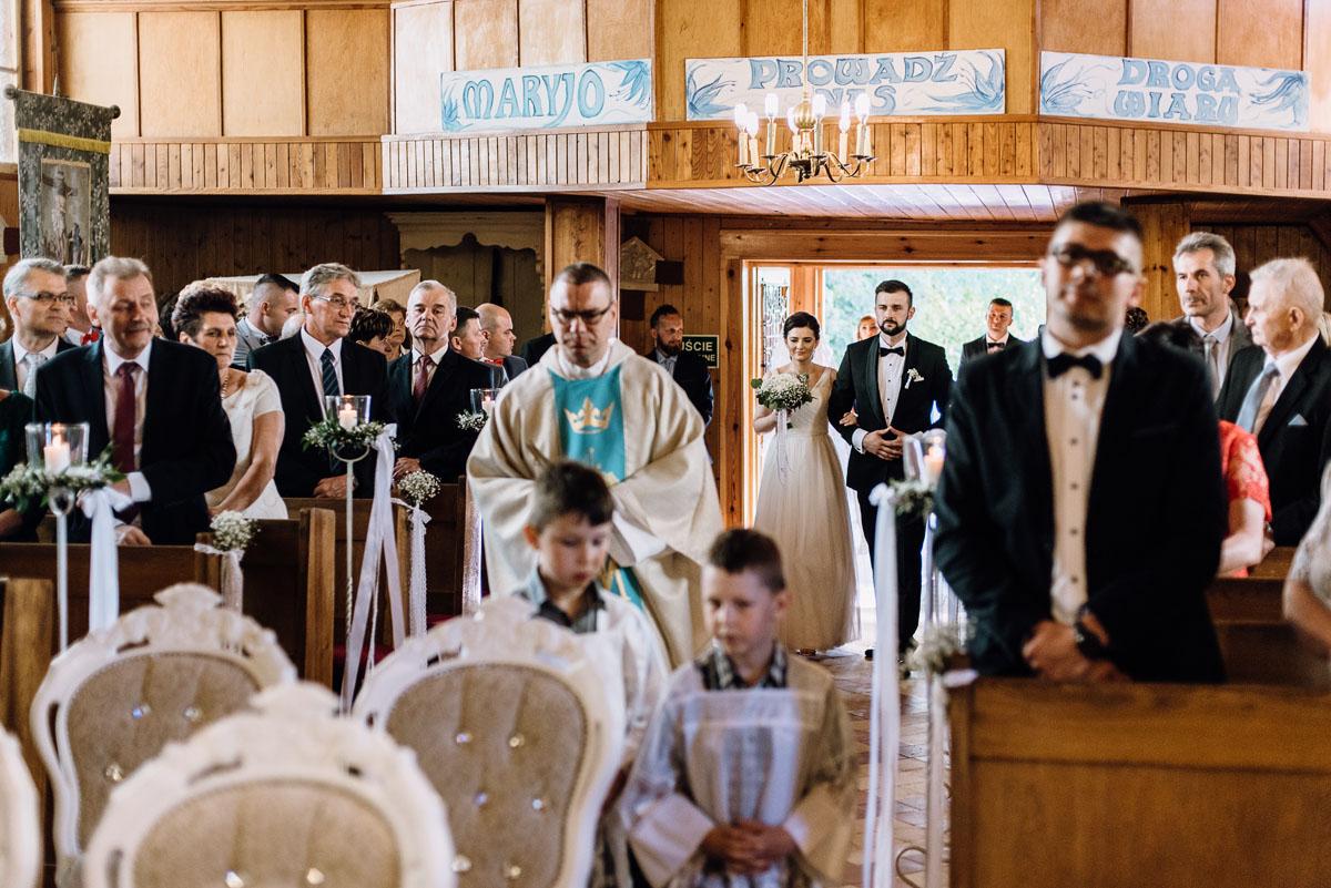 reportaz-slubny-Torun-kosciol-Swietego-Marcina-Biskupa-Gorale-wesele-Ryteblota-Resort-SPA-fotograf-swietliste-fotografujemy-emocje-045