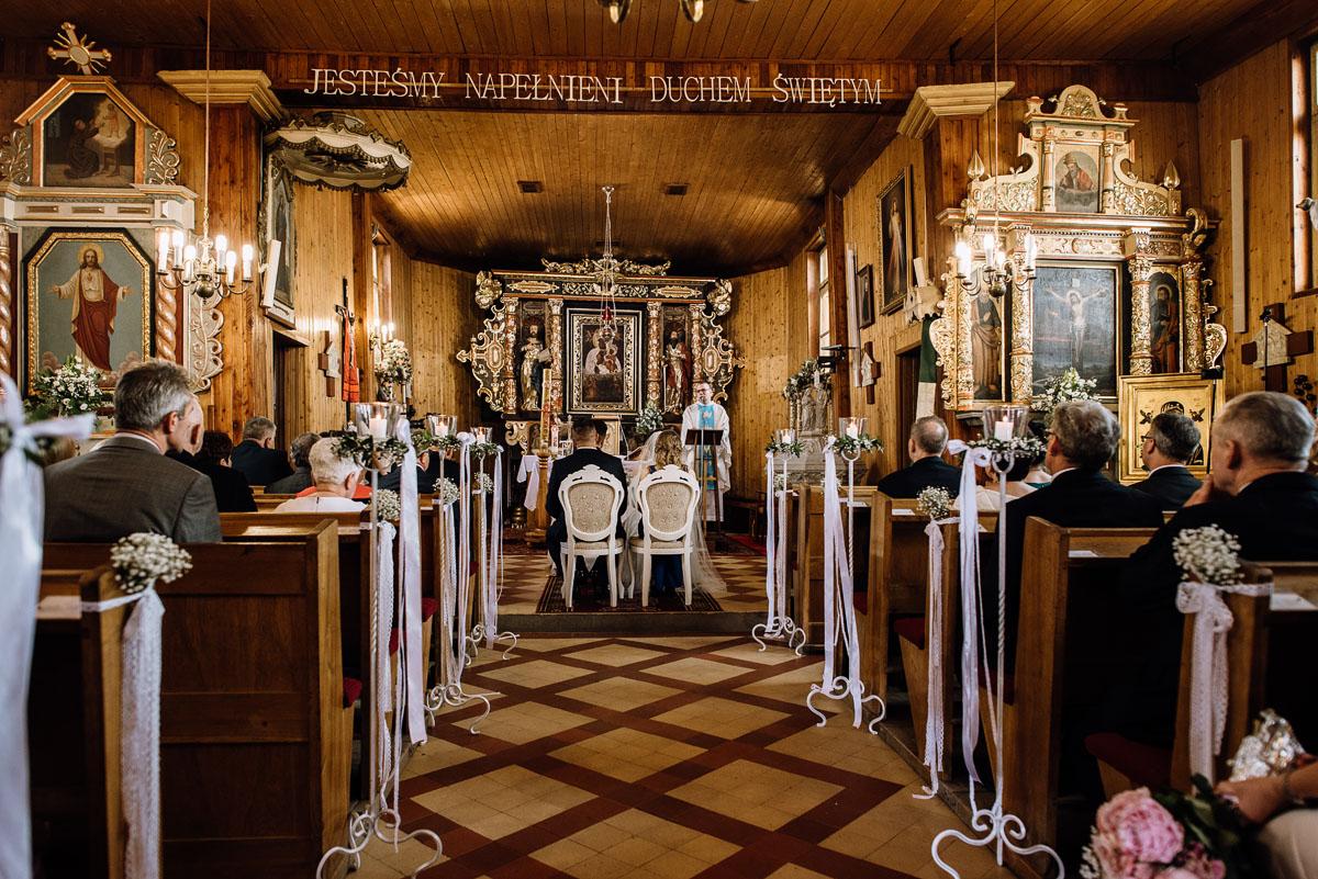 reportaz-slubny-Torun-kosciol-Swietego-Marcina-Biskupa-Gorale-wesele-Ryteblota-Resort-SPA-fotograf-swietliste-fotografujemy-emocje-051