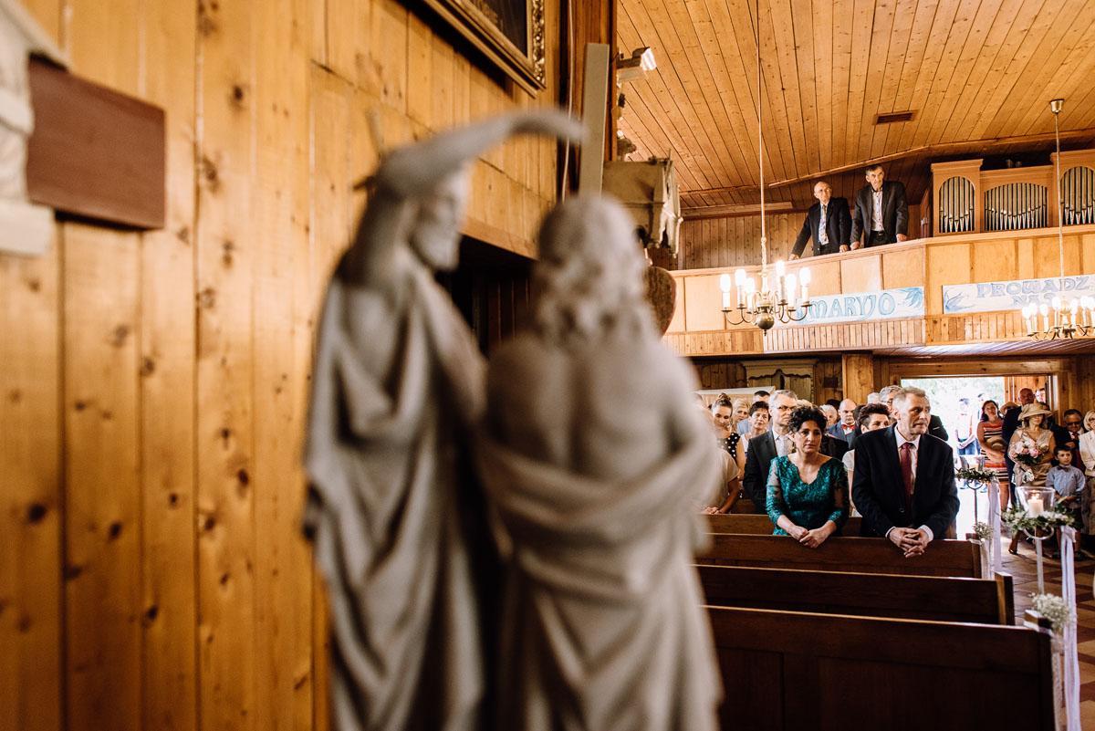 reportaz-slubny-Torun-kosciol-Swietego-Marcina-Biskupa-Gorale-wesele-Ryteblota-Resort-SPA-fotograf-swietliste-fotografujemy-emocje-055
