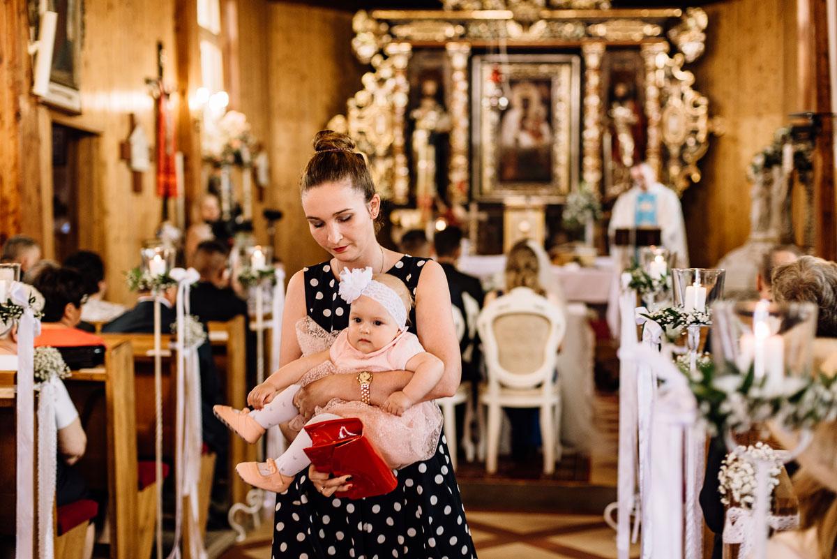 reportaz-slubny-Torun-kosciol-Swietego-Marcina-Biskupa-Gorale-wesele-Ryteblota-Resort-SPA-fotograf-swietliste-fotografujemy-emocje-056