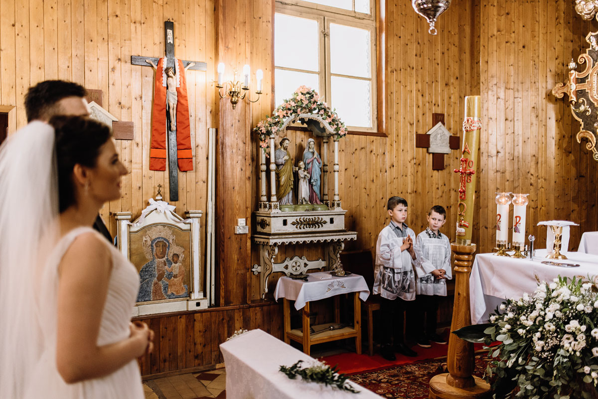 reportaz-slubny-Torun-kosciol-Swietego-Marcina-Biskupa-Gorale-wesele-Ryteblota-Resort-SPA-fotograf-swietliste-fotografujemy-emocje-057
