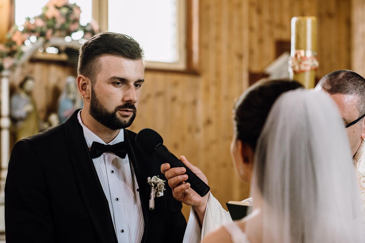 reportaz-slubny-Torun-kosciol-Swietego-Marcina-Biskupa-Gorale-wesele-Ryteblota-Resort-SPA-fotograf-swietliste-fotografujemy-emocje-058