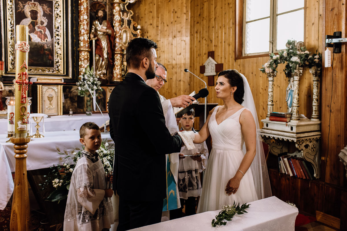 reportaz-slubny-Torun-kosciol-Swietego-Marcina-Biskupa-Gorale-wesele-Ryteblota-Resort-SPA-fotograf-swietliste-fotografujemy-emocje-059