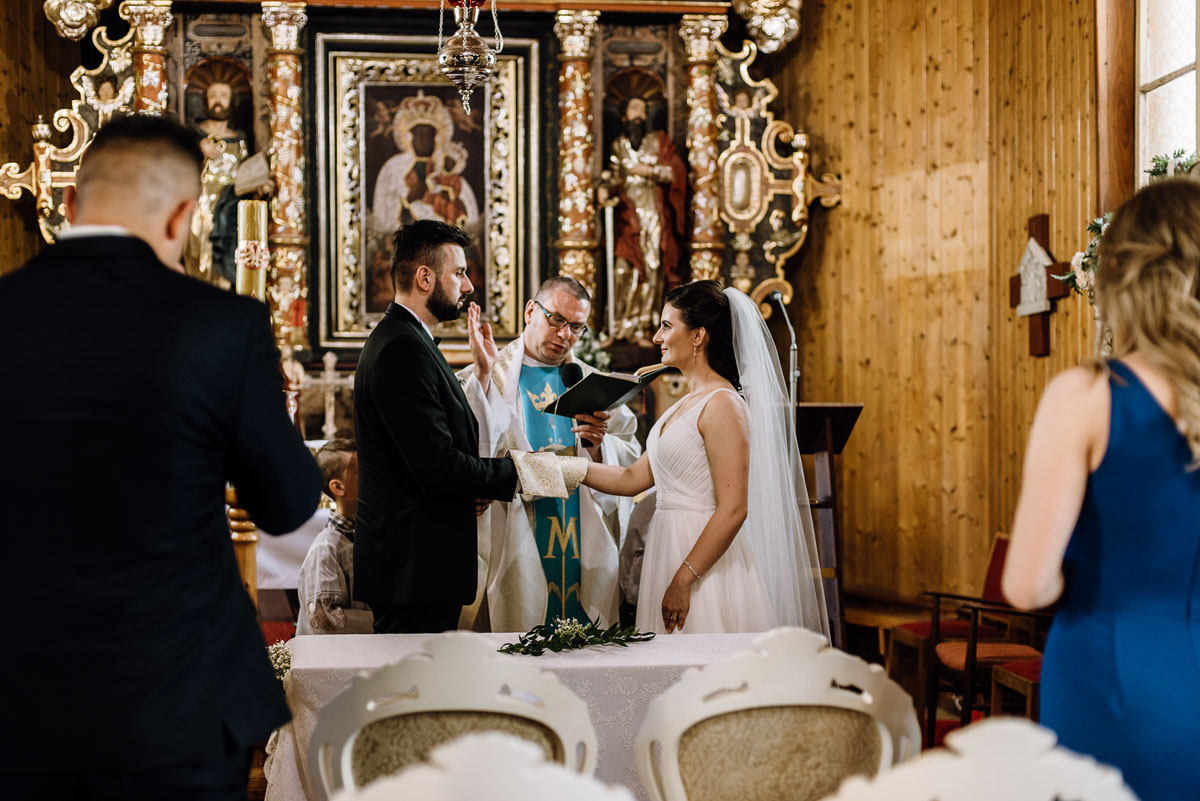 reportaz-slubny-Torun-kosciol-Swietego-Marcina-Biskupa-Gorale-wesele-Ryteblota-Resort-SPA-fotograf-swietliste-fotografujemy-emocje-061
