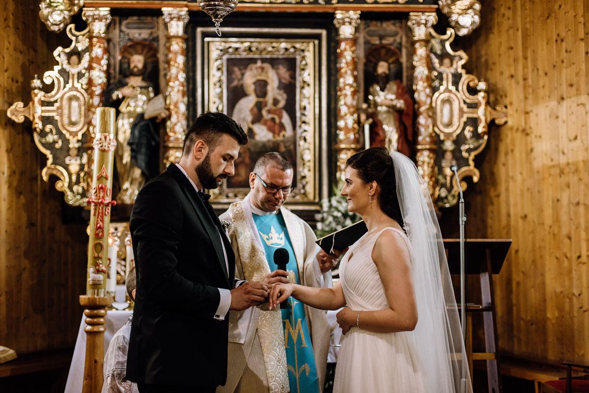reportaz-slubny-Torun-kosciol-Swietego-Marcina-Biskupa-Gorale-wesele-Ryteblota-Resort-SPA-fotograf-swietliste-fotografujemy-emocje-066