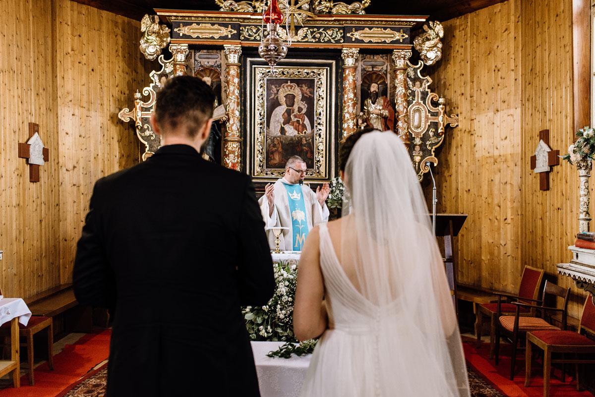 reportaz-slubny-Torun-kosciol-Swietego-Marcina-Biskupa-Gorale-wesele-Ryteblota-Resort-SPA-fotograf-swietliste-fotografujemy-emocje-069