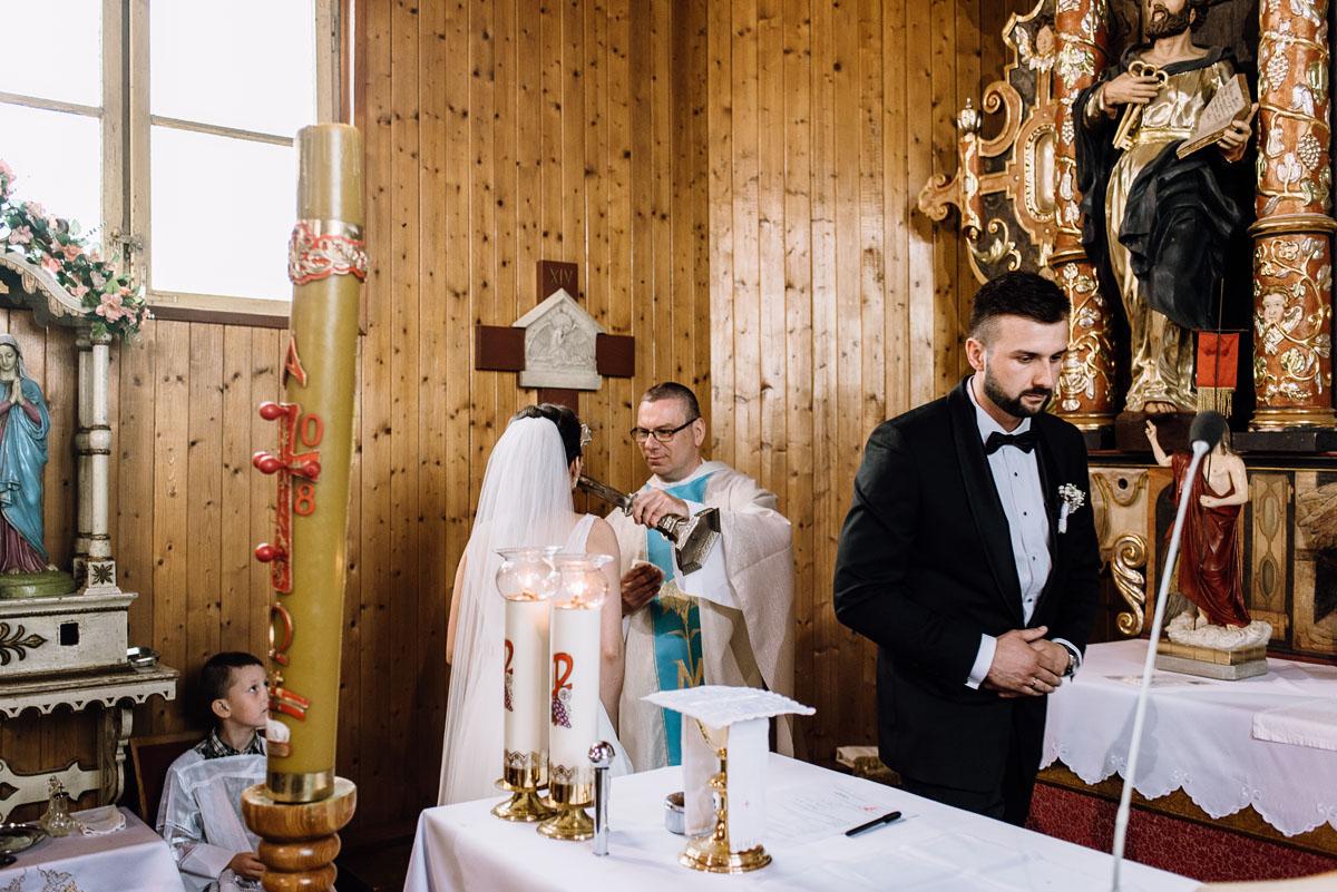 reportaz-slubny-Torun-kosciol-Swietego-Marcina-Biskupa-Gorale-wesele-Ryteblota-Resort-SPA-fotograf-swietliste-fotografujemy-emocje-077