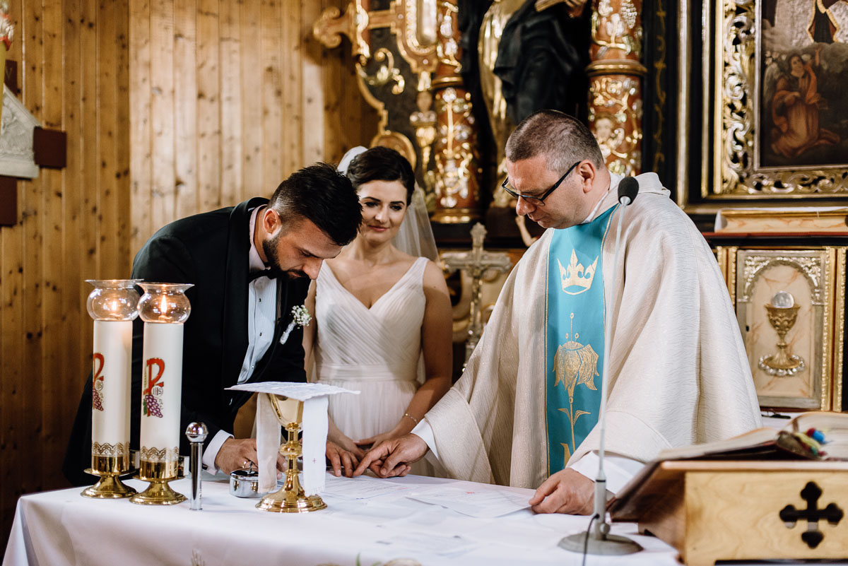 reportaz-slubny-Torun-kosciol-Swietego-Marcina-Biskupa-Gorale-wesele-Ryteblota-Resort-SPA-fotograf-swietliste-fotografujemy-emocje-080