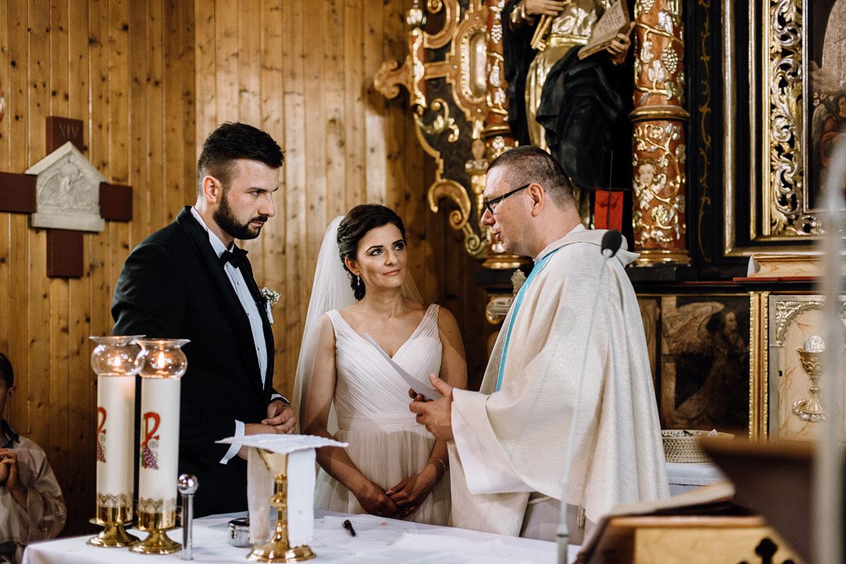 reportaz-slubny-Torun-kosciol-Swietego-Marcina-Biskupa-Gorale-wesele-Ryteblota-Resort-SPA-fotograf-swietliste-fotografujemy-emocje-081