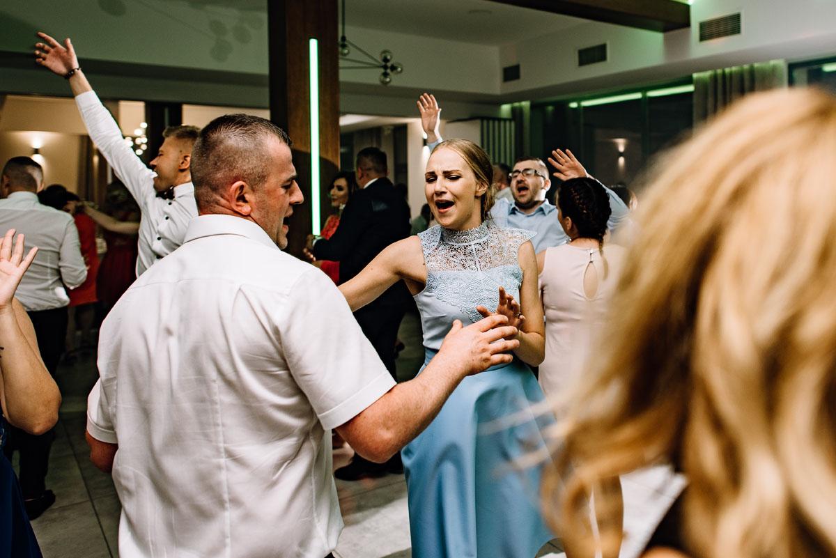 reportaz-slubny-Torun-kosciol-Swietego-Marcina-Biskupa-Gorale-wesele-Ryteblota-Resort-SPA-fotograf-swietliste-fotografujemy-emocje-150