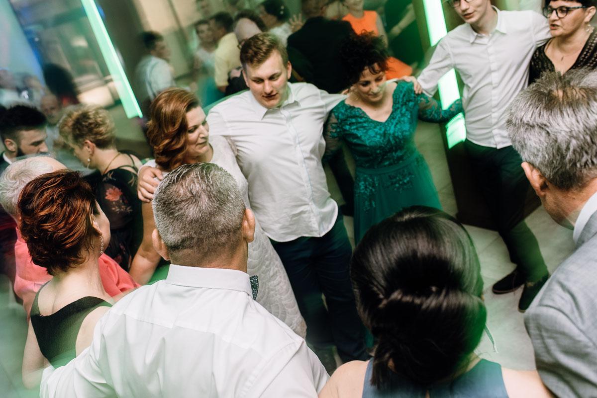 reportaz-slubny-Torun-kosciol-Swietego-Marcina-Biskupa-Gorale-wesele-Ryteblota-Resort-SPA-fotograf-swietliste-fotografujemy-emocje-154