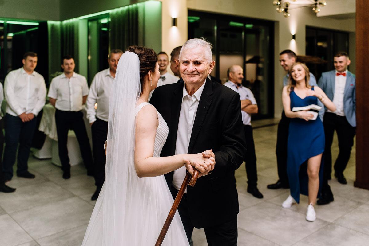 reportaz-slubny-Torun-kosciol-Swietego-Marcina-Biskupa-Gorale-wesele-Ryteblota-Resort-SPA-fotograf-swietliste-fotografujemy-emocje-171