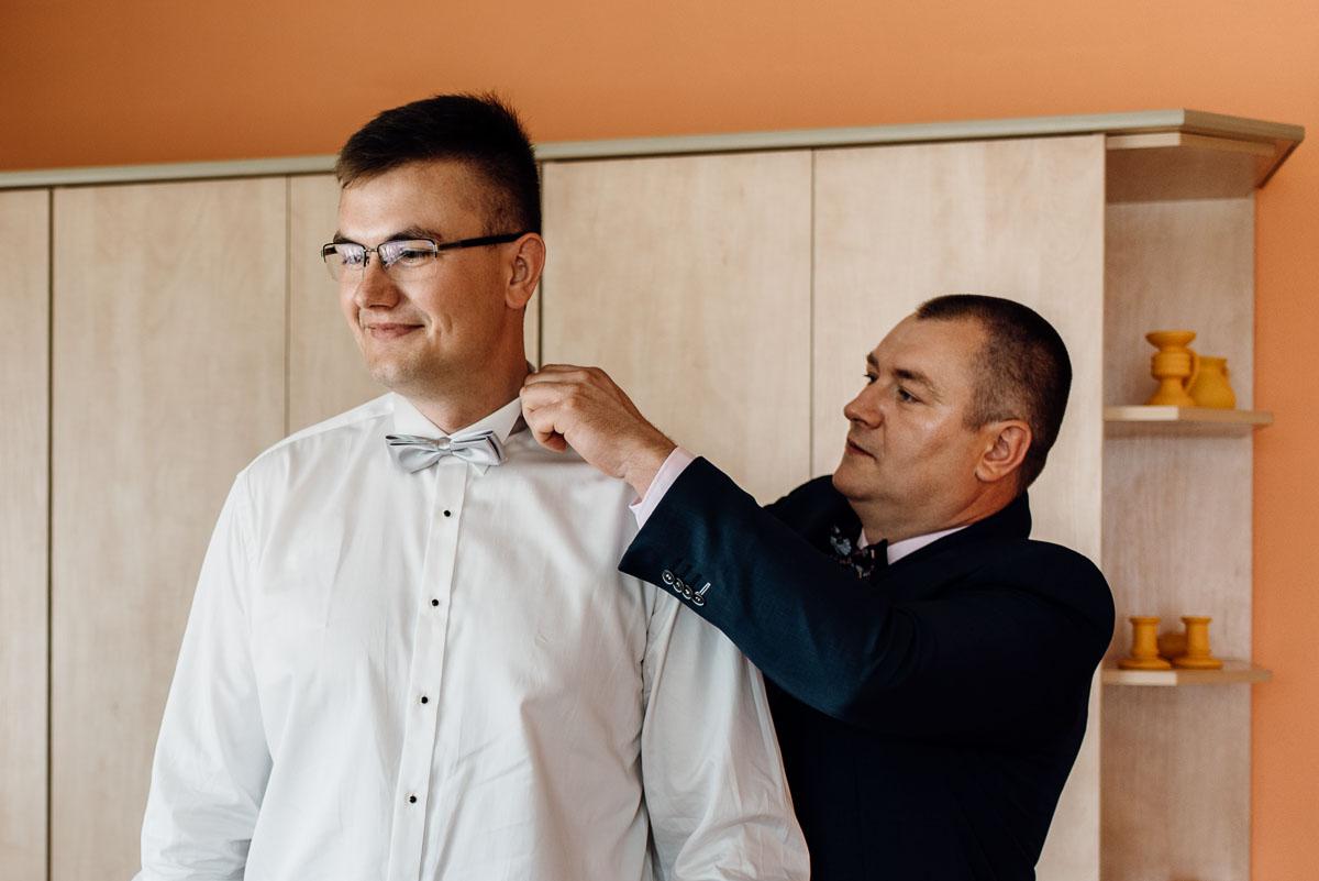 reportaz-slubny-dworek-Milusin-Zielonka-kosciol-Michala-Kozala-Biskupa-Meczennika-Bydgoszcz-Swietliste-fotografujemy-emocje-Justyna-Tomasz-022