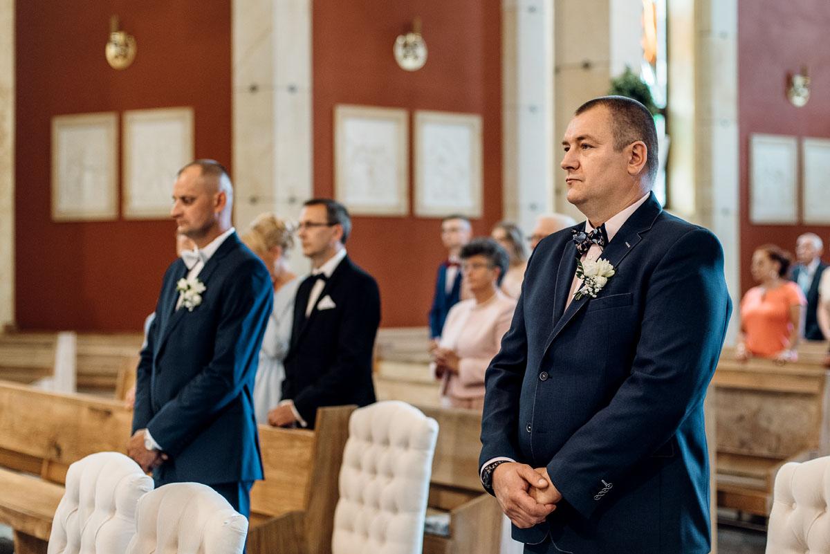 reportaz-slubny-dworek-Milusin-Zielonka-kosciol-Michala-Kozala-Biskupa-Meczennika-Bydgoszcz-Swietliste-fotografujemy-emocje-Justyna-Tomasz-063