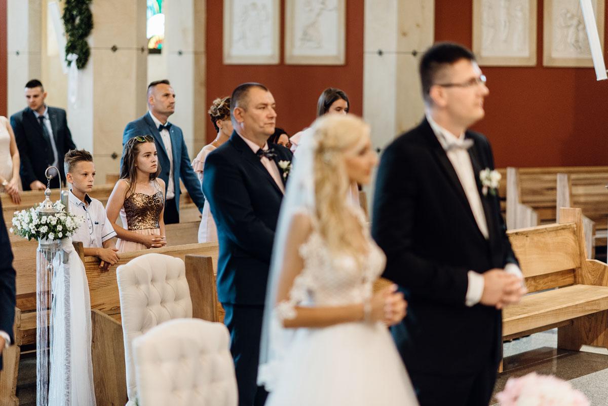 reportaz-slubny-dworek-Milusin-Zielonka-kosciol-Michala-Kozala-Biskupa-Meczennika-Bydgoszcz-Swietliste-fotografujemy-emocje-Justyna-Tomasz-069