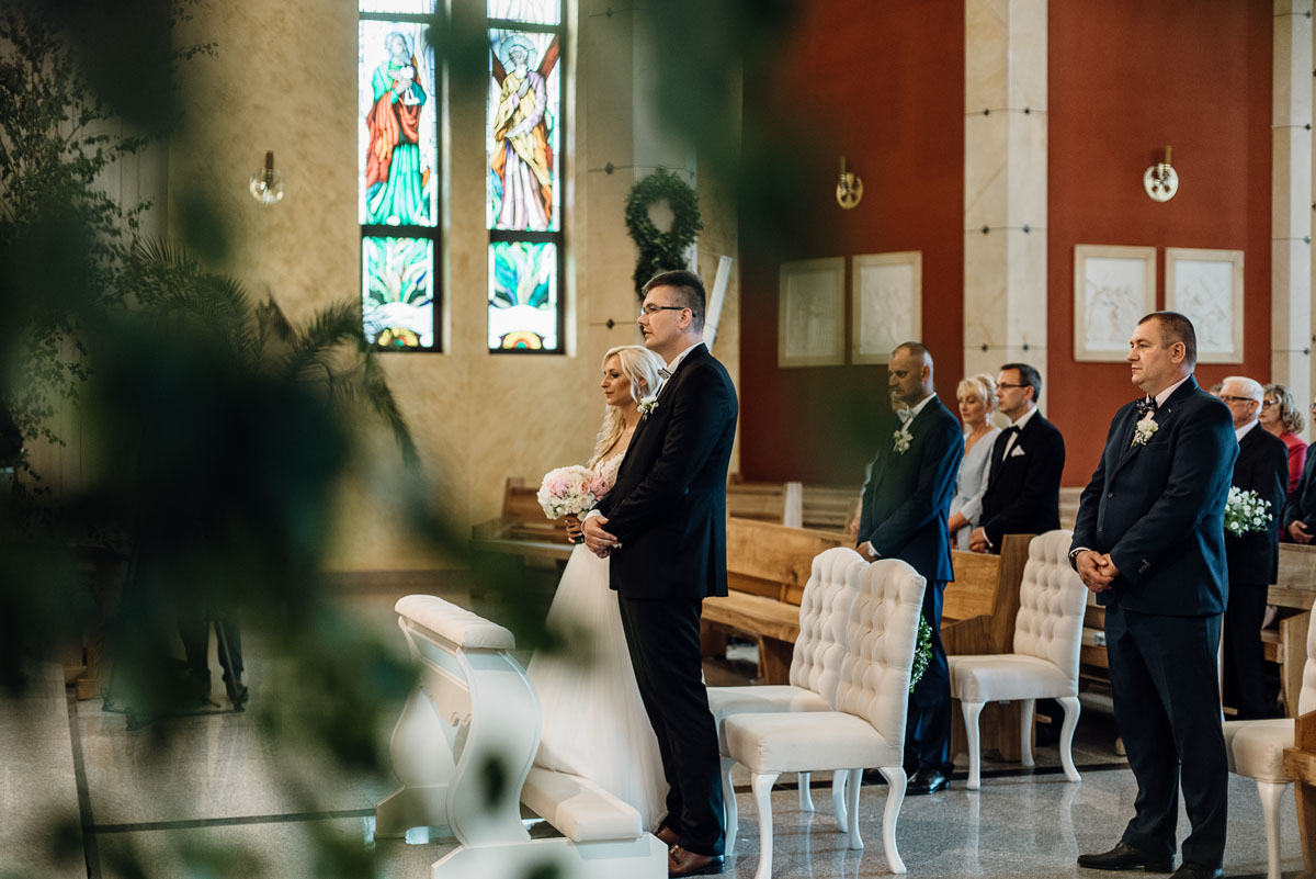 reportaz-slubny-dworek-Milusin-Zielonka-kosciol-Michala-Kozala-Biskupa-Meczennika-Bydgoszcz-Swietliste-fotografujemy-emocje-Justyna-Tomasz-071