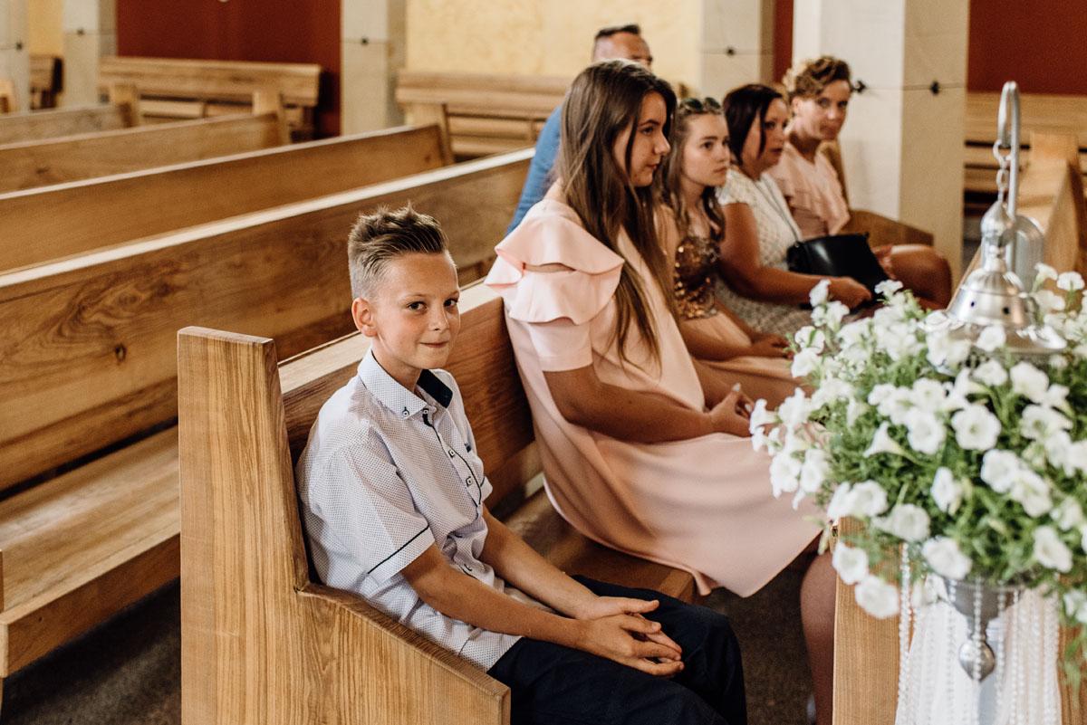 reportaz-slubny-dworek-Milusin-Zielonka-kosciol-Michala-Kozala-Biskupa-Meczennika-Bydgoszcz-Swietliste-fotografujemy-emocje-Justyna-Tomasz-084