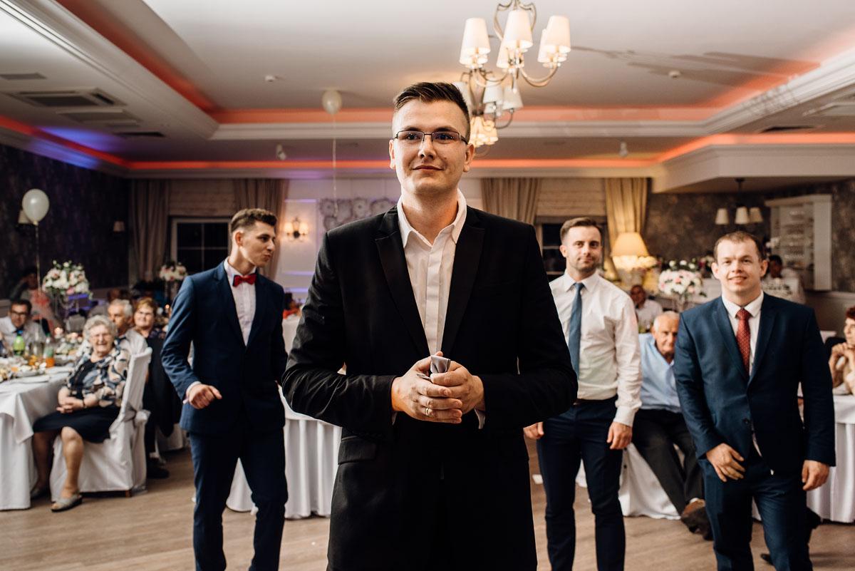 reportaz-slubny-dworek-Milusin-Zielonka-kosciol-Michala-Kozala-Biskupa-Meczennika-Bydgoszcz-Swietliste-fotografujemy-emocje-Justyna-Tomasz-194