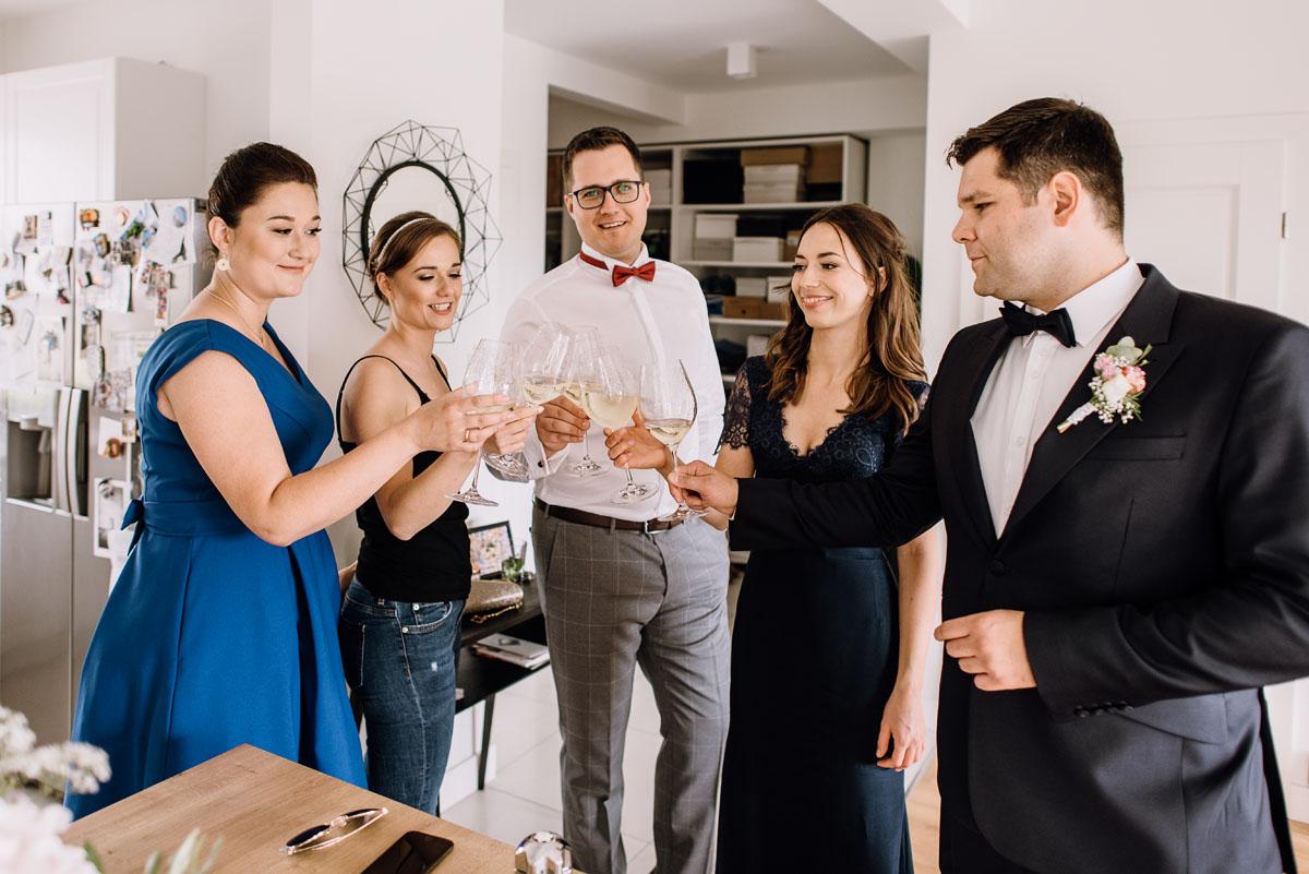 alternatywny-slub-wesele-w-stylu-slow-wedding-szklana-stodola-Bozenkowo-Swietliste-fotografujemy-emocje-Magda-Jakub-015