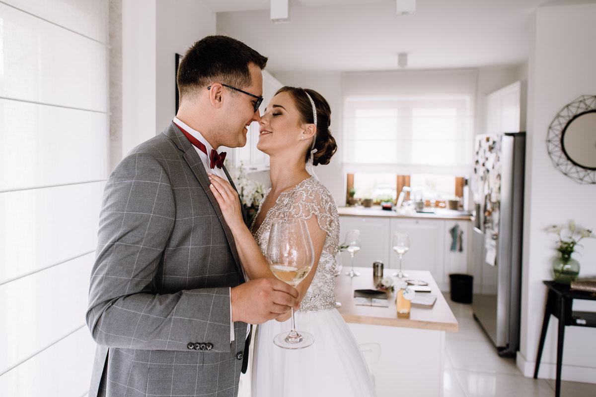 alternatywny-slub-wesele-w-stylu-slow-wedding-szklana-stodola-Bozenkowo-Swietliste-fotografujemy-emocje-Magda-Jakub-026