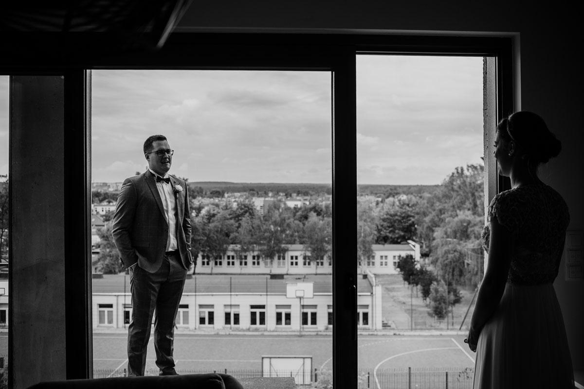 alternatywny-slub-wesele-w-stylu-slow-wedding-szklana-stodola-Bozenkowo-Swietliste-fotografujemy-emocje-Magda-Jakub-032