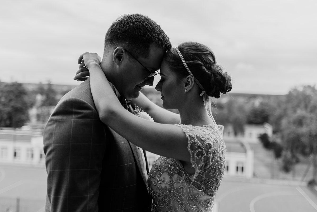 alternatywny-slub-wesele-w-stylu-slow-wedding-szklana-stodola-Bozenkowo-Swietliste-fotografujemy-emocje-Magda-Jakub-033