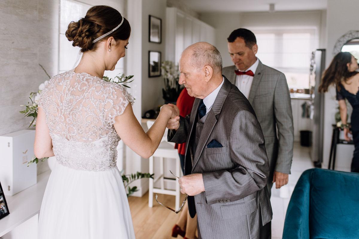 alternatywny-slub-wesele-w-stylu-slow-wedding-szklana-stodola-Bozenkowo-Swietliste-fotografujemy-emocje-Magda-Jakub-035