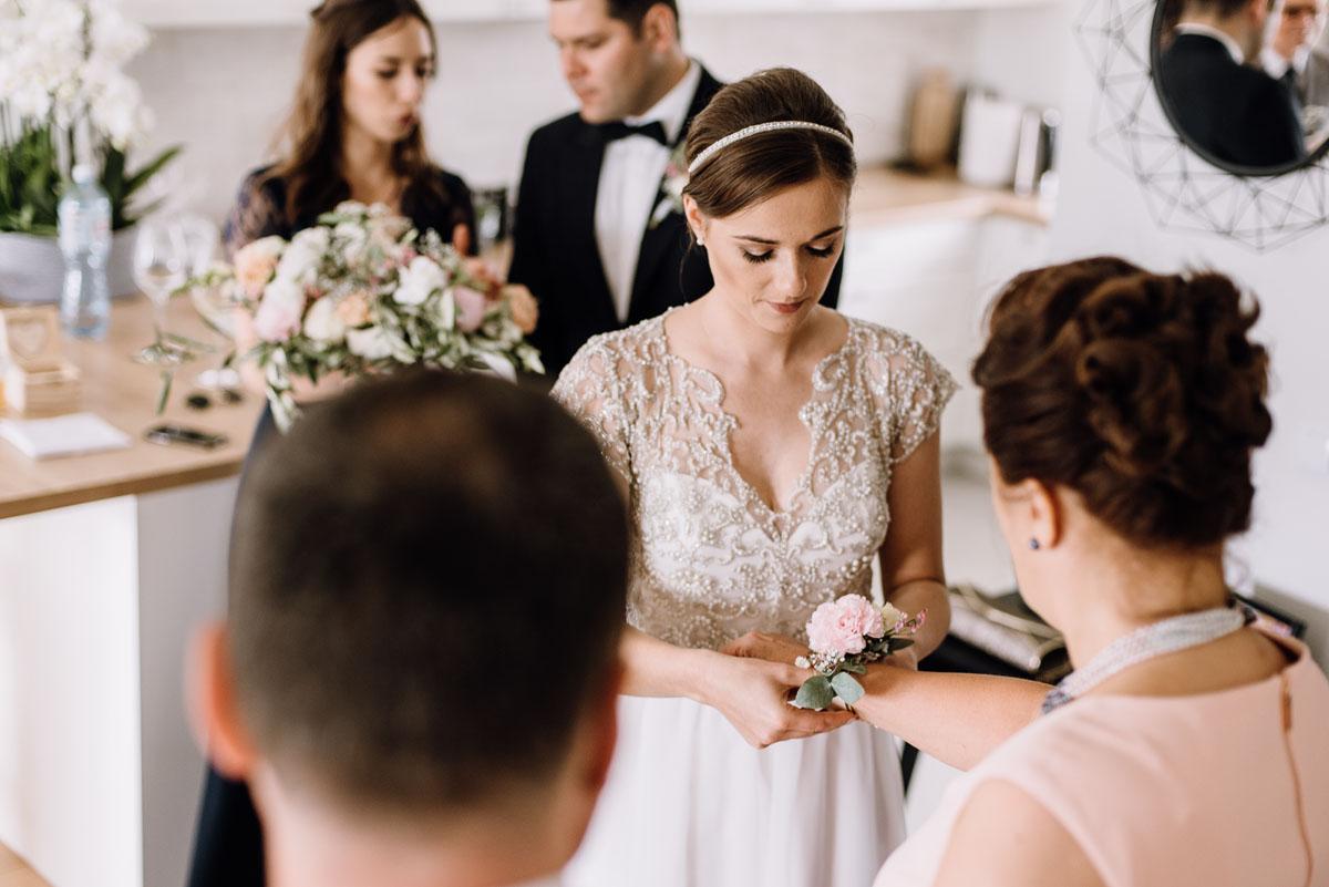 alternatywny-slub-wesele-w-stylu-slow-wedding-szklana-stodola-Bozenkowo-Swietliste-fotografujemy-emocje-Magda-Jakub-036