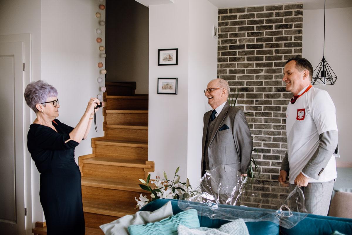 alternatywny-slub-wesele-w-stylu-slow-wedding-szklana-stodola-Bozenkowo-Swietliste-fotografujemy-emocje-Magda-Jakub-040
