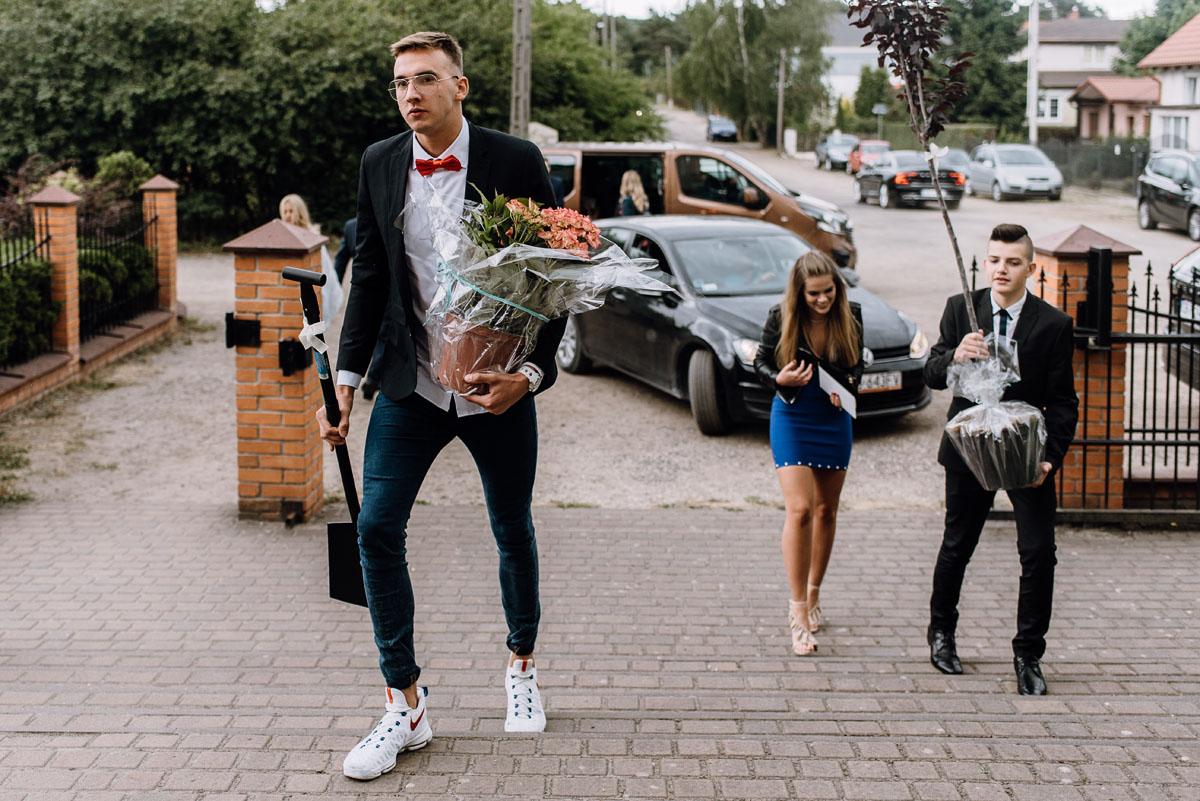 alternatywny-slub-wesele-w-stylu-slow-wedding-szklana-stodola-Bozenkowo-Swietliste-fotografujemy-emocje-Magda-Jakub-051