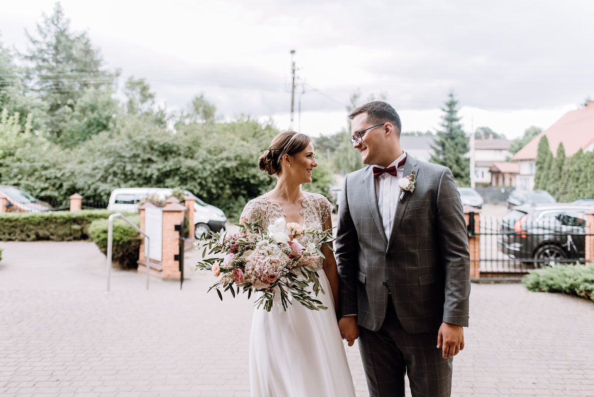 alternatywny-slub-wesele-w-stylu-slow-wedding-szklana-stodola-Bozenkowo-Swietliste-fotografujemy-emocje-Magda-Jakub-052