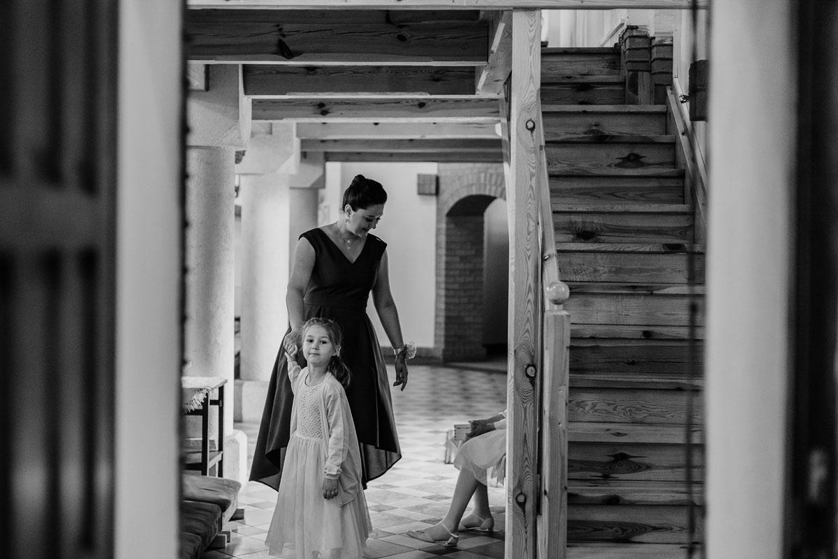 alternatywny-slub-wesele-w-stylu-slow-wedding-szklana-stodola-Bozenkowo-Swietliste-fotografujemy-emocje-Magda-Jakub-054