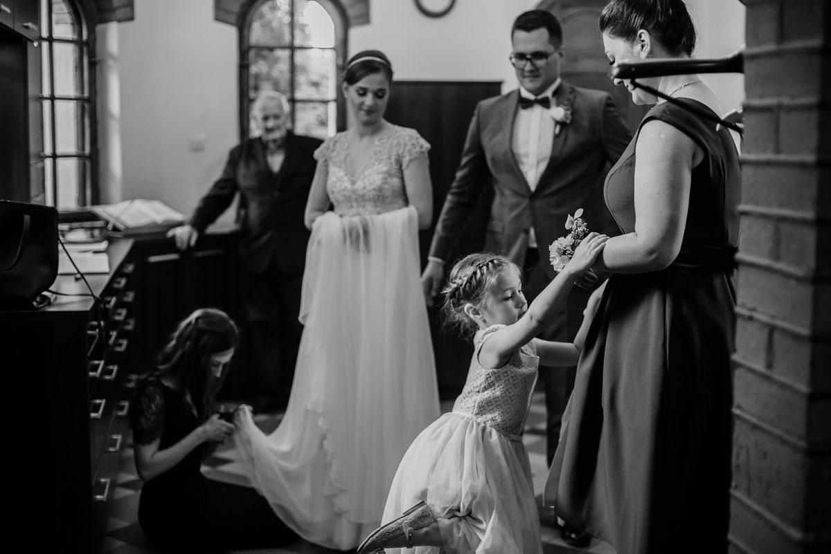 alternatywny-slub-wesele-w-stylu-slow-wedding-szklana-stodola-Bozenkowo-Swietliste-fotografujemy-emocje-Magda-Jakub-055