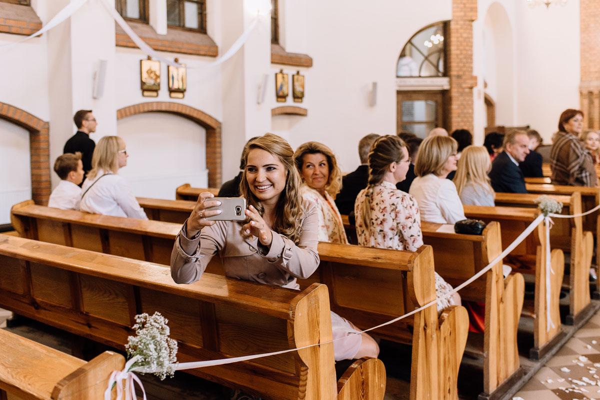 alternatywny-slub-wesele-w-stylu-slow-wedding-szklana-stodola-Bozenkowo-Swietliste-fotografujemy-emocje-Magda-Jakub-059