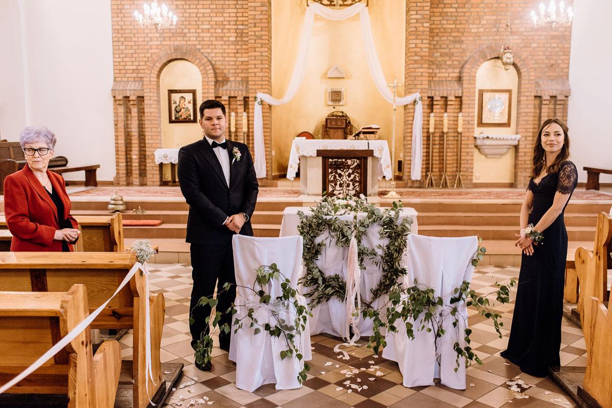 alternatywny-slub-wesele-w-stylu-slow-wedding-szklana-stodola-Bozenkowo-Swietliste-fotografujemy-emocje-Magda-Jakub-060