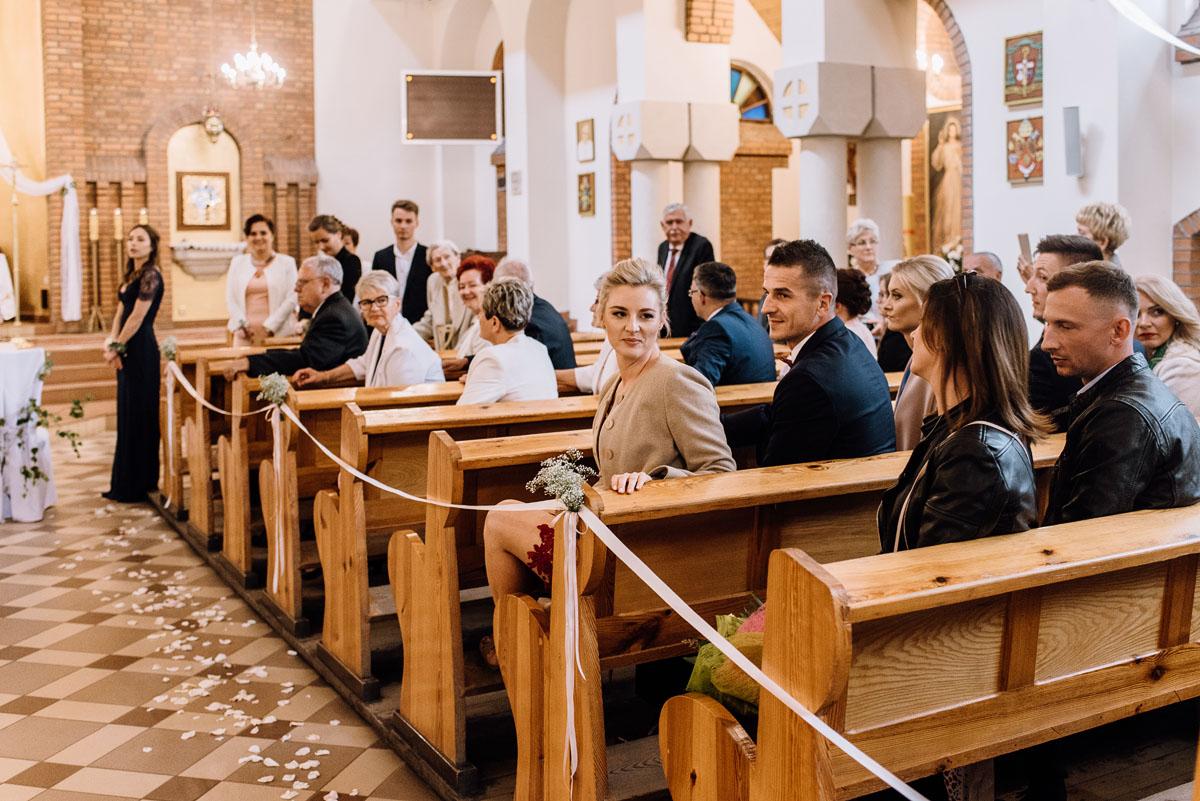 alternatywny-slub-wesele-w-stylu-slow-wedding-szklana-stodola-Bozenkowo-Swietliste-fotografujemy-emocje-Magda-Jakub-061