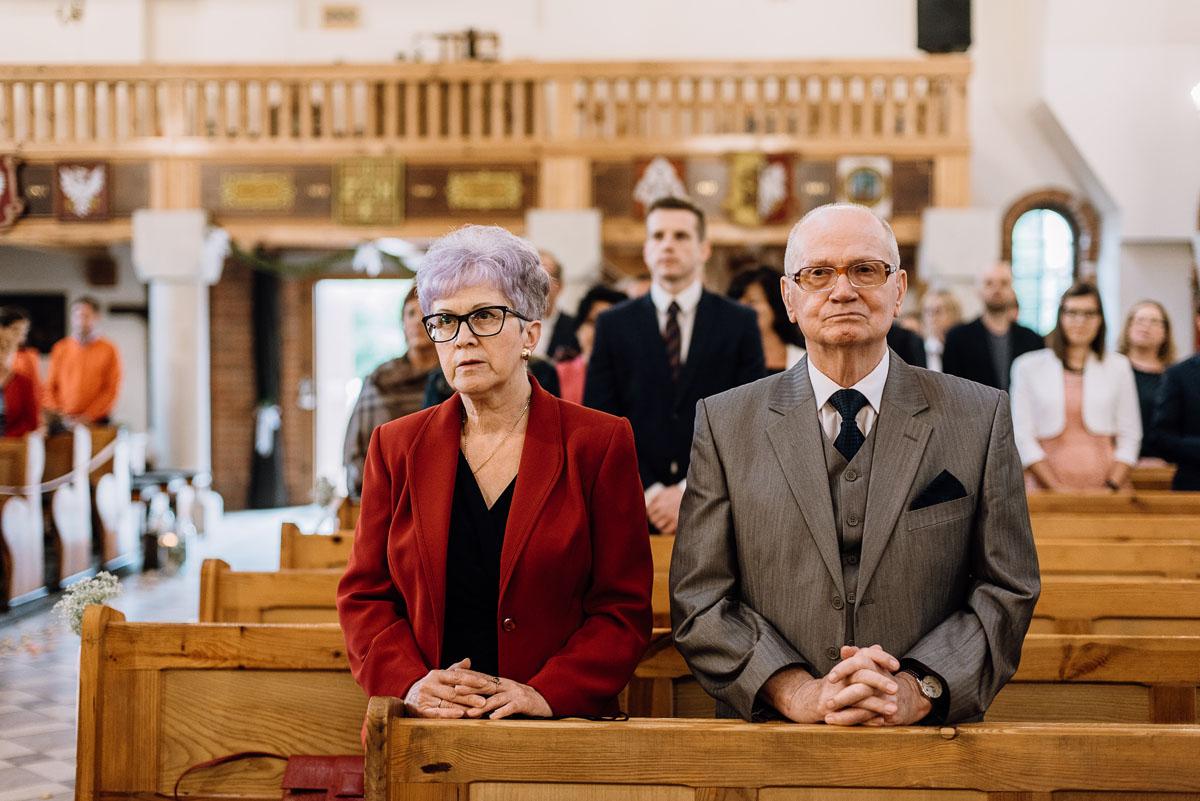 alternatywny-slub-wesele-w-stylu-slow-wedding-szklana-stodola-Bozenkowo-Swietliste-fotografujemy-emocje-Magda-Jakub-067