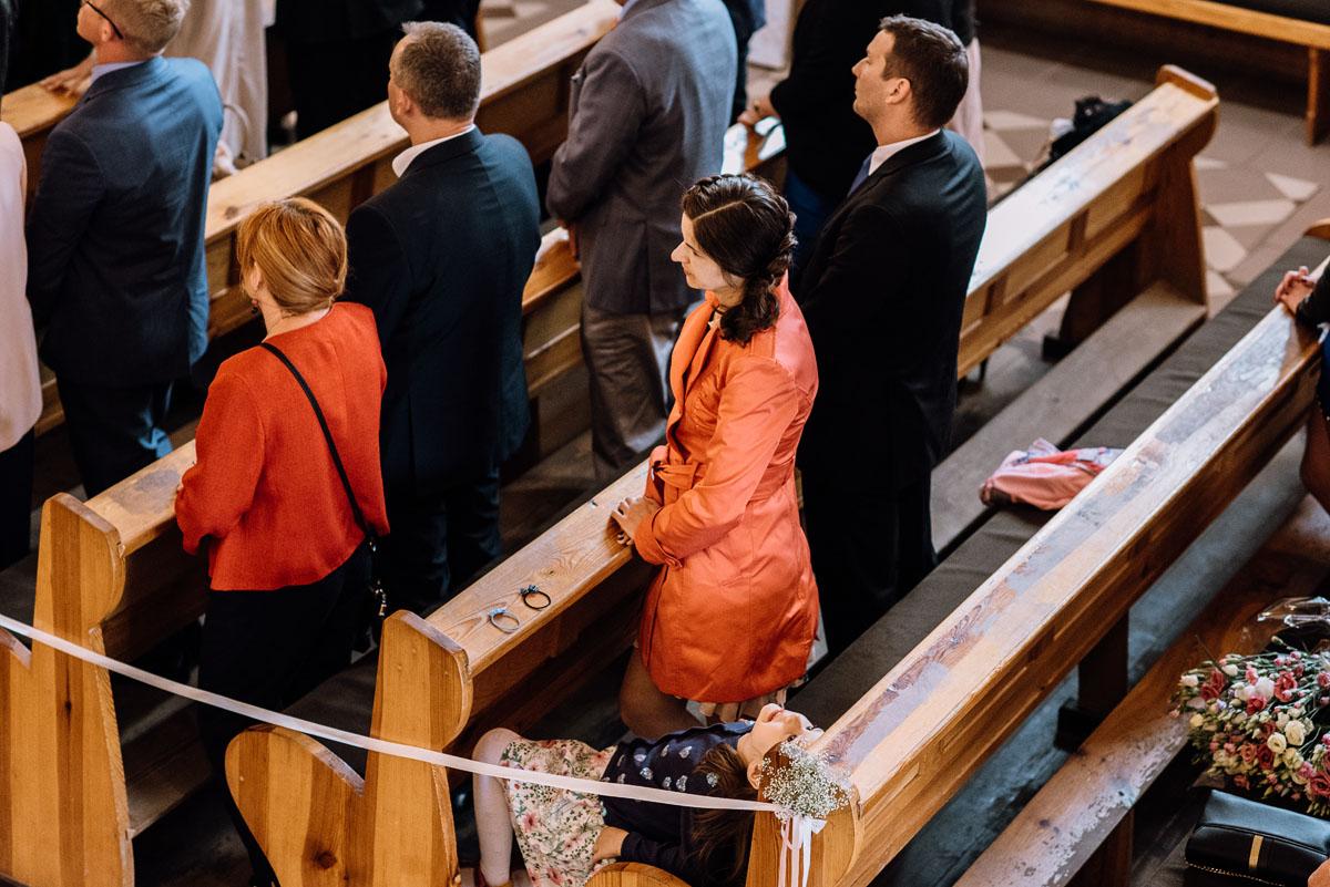 alternatywny-slub-wesele-w-stylu-slow-wedding-szklana-stodola-Bozenkowo-Swietliste-fotografujemy-emocje-Magda-Jakub-068